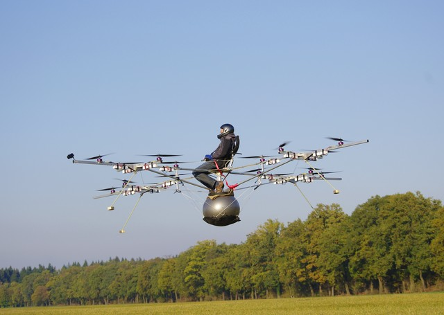 Volocopter: 18-propeller electric helicopter takes flight