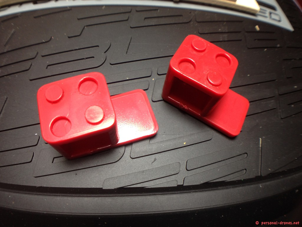 Plates holding lugs. Those slide into the frame sides and can be used alone, if you just have a single plate, or glued in couples, if you need a top and bottom plate, such as showed in the next picture. The lego like shape will help in gluing those pieces precisely together in couples