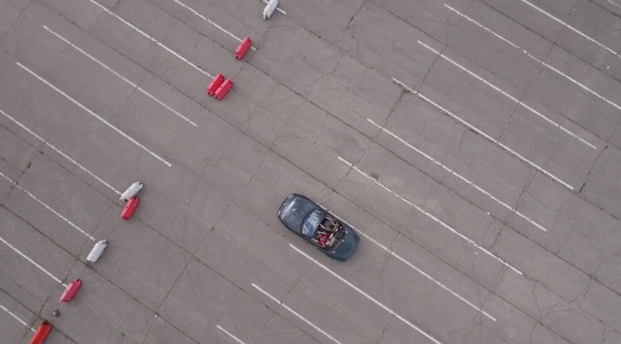 "Driving a car ""Third Person View"", from an aerial perspective thanks to a live video feed from a drone"